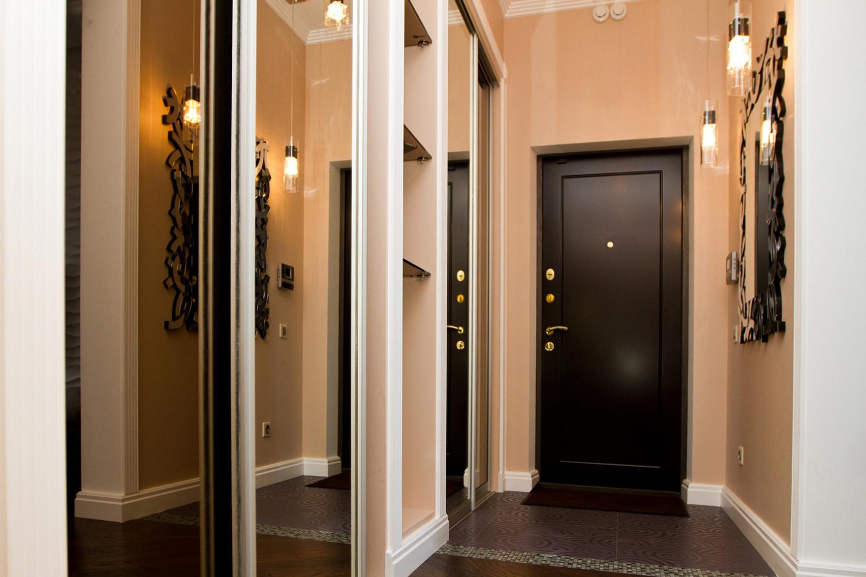 Входная дверь в интерьере фото