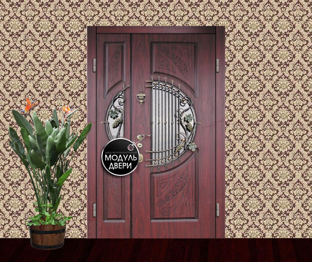 двустворчатая входная дверь с элементами ковки