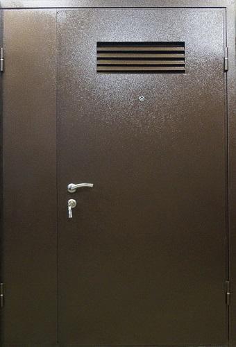 дверь внешняя металлическая с решеткой вентиляции