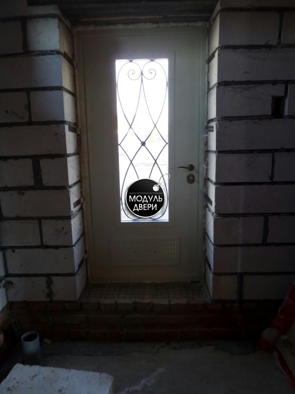 уличная металлическая дверь с внутренним полимерным покрытием